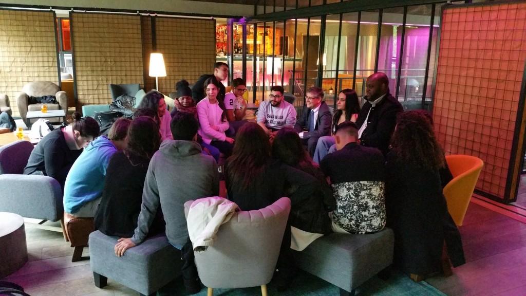 Le groupe est réuni au Chai 33 à Bercy Village (c) AfVT.org